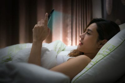 phone's blue light affects sleep